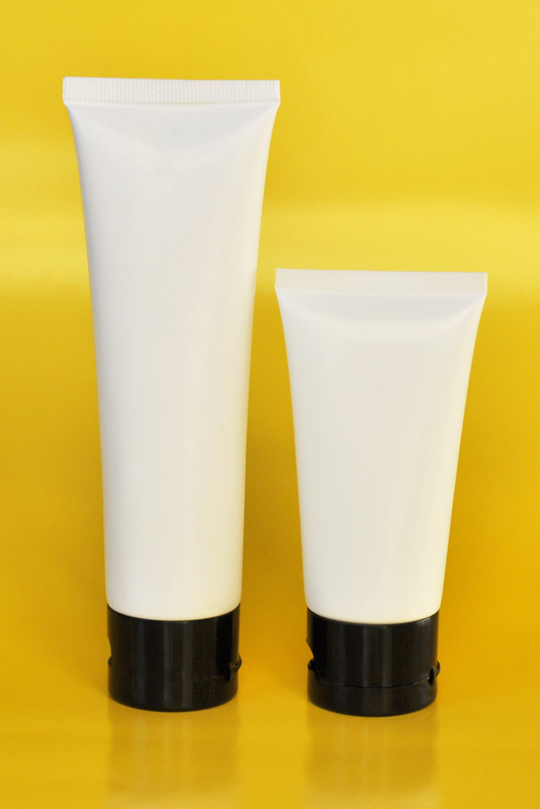 SNET-50WTBCFT-Pre Sealed Plastic Tube White 50g + Black Cap Flip Top